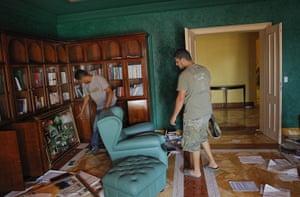Gaddafi houses: Aisha's photographs