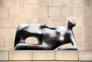 Women sculptures: Reclining Woman: Elbow, by Henry Moore, Leeds