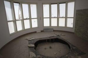 Bab al-Aziziya, Tripoli: Saadi Gaddafi's stripped bathroom, Bab al-Aziziya compound