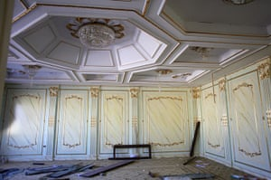 Bab al-Aziziya, Tripoli: The looted living room of  Saadi Gaddafi's, Bab al-Aziziya compound