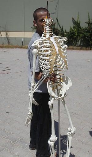 Bab al-Aziziya, Tripoli: A robbed  human skeleton model , Bab al-Aziziya, Tripoli