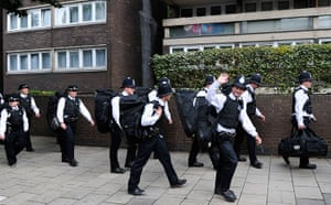 Notting Hill carnival: Police arrive to patrol the Notting Hill Carnival