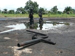 NIger Delta: The wellhead near the village of K-dere, Ogoniland