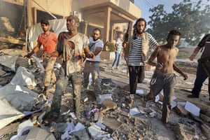 Sean Smith in Libya: 25 August: Rebels bring prisoners out of the remains of Abu Salim prison