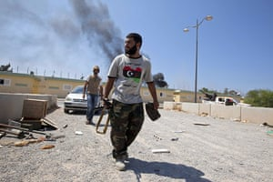 Sean Smith in Libya: 24 August: Rebel forces fighting around Gaddafi's compound, Bab al-Aziziya