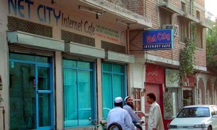 Pakistan internet cafe