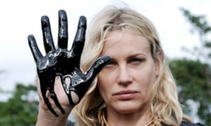 US actress Daryl Hannah shows her oil-contaminated hand