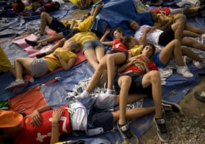 FTA: Jorge Guerrero: Pilgrims rest as they wait for Pope Benedict XVI to celebrate a mass