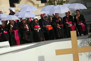 FTA: Jorge Guerrero: Bishops waits for Pope Benedict XVI to lead a Crucifixion ceremony