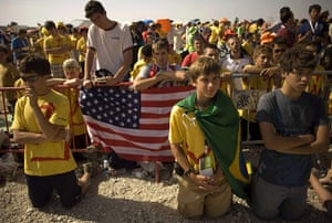 FTA: Jorge Guerrero: Pilgrims kneel as they attend a mass celebrated by Pope Benedict XVI