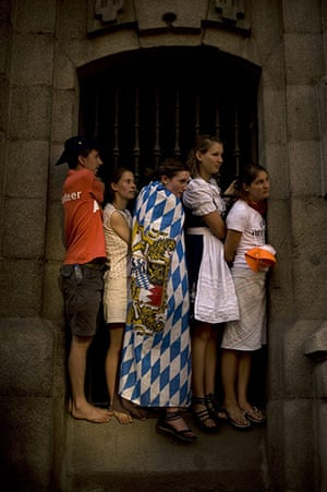 FTA: Jorge Guerrero: Pilgrims stand on a windowsill as they wait for the Pope's visit in Madrid