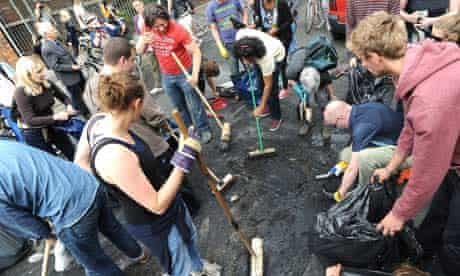Resident help to clear-up Clarence Road in the aftermath of riots in Hackney
