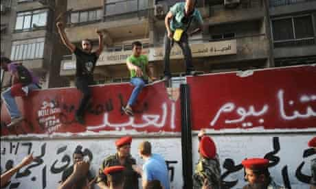 Egyptian protesters break into Israeli embassy