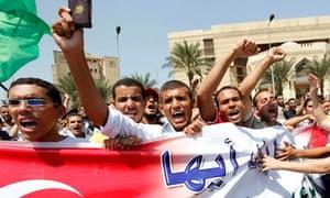 Egyptians greet Turkey's prime Mmnister Tayyip Erdogan