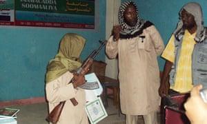 Somali children win guns