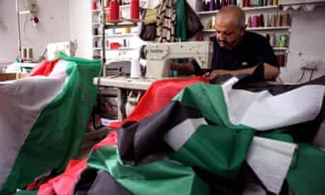 Nizam Kartullah makes Palestinian flags 21/9/11