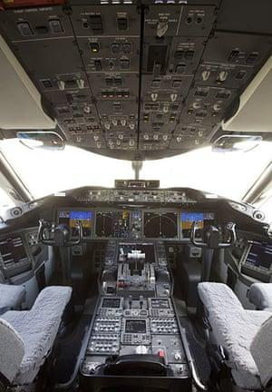 boeing 787 dreamliner: Boeing Delivers Its First 787 Dreamliner