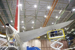 boeing 787 dreamliner: Boeing employees work on the tail section of a Boeing 787 Dreamliner