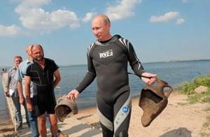 Vladimir Putin Gallery: 2011. Taman peninsular, Russia: Prime Minister Vladimir Putin after diving