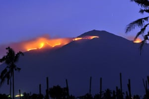 24 hours in pictures: A forest fire engulfs the summit of Mount Merbabu