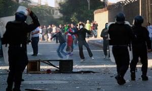 Algerian anti-riot policemen face protes