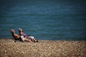 Hot weather in the UK: The UK Enjoys The Warm Autumn Sun