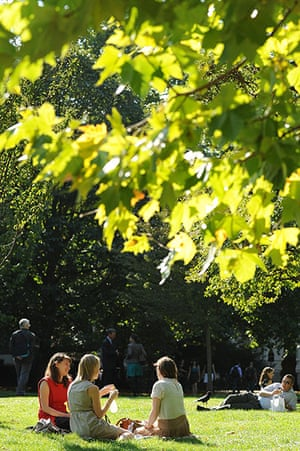 Hot weather in the UK: People enjoy the sun in St James's Park