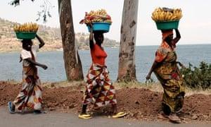 banana sellers on the shores of Lake Kivu