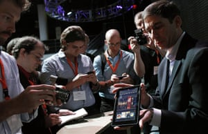 Kindle Fire: Reporters crowd around the new Kindle Fire