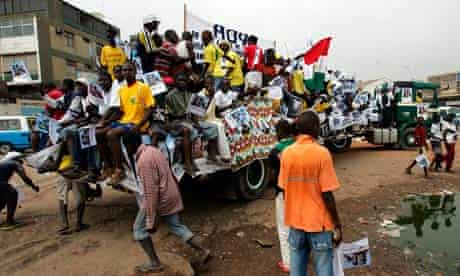 Young Angolan opposition supporters call