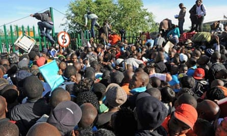 Students try to force their way in to the University of Johannesburg