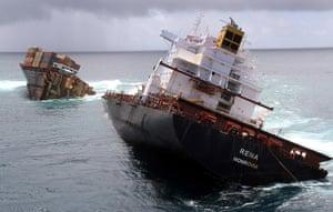 Rena breaks up: Cargo ship MV Rena breaks into two on Astrolabe Reef off Motiti Island