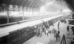 Passengers boarding the Cornish Riviera Express train at Paddington, 1914