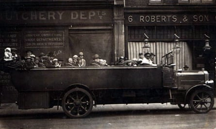 Charabanc outing from Deptford Co-op (1920)