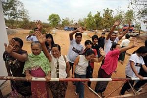 Burma prisoner released: Relatives of Nay Phone Latt wave upon his release from detention in Hpa-an