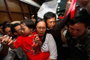 Burma prisoner released: Husand and wife prisoners arrive at Yangon domestic airport
