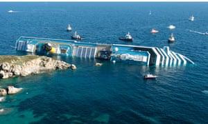 Costa Concordia runs aground.