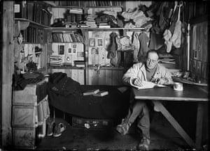 south pole expeditions: Captain Robert Falcon Scott on the Terra Nova Expedition