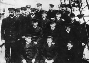 south pole expeditions: Roald Amundsen and members of his Antarctic expedition
