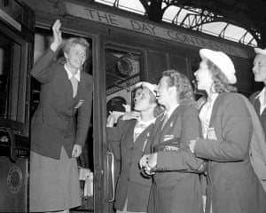 Fanny Blankers Koen: Fanny Blankers-Koen waves goodbye from a train at Liverpool Street Station