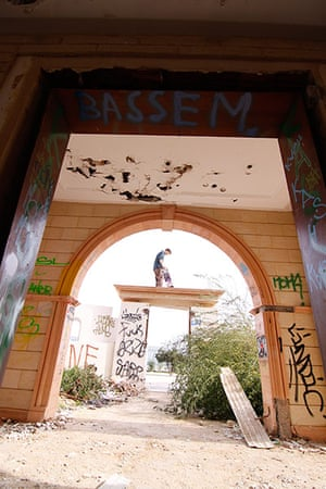 bedouins: A grafitti'd archway in the mansion