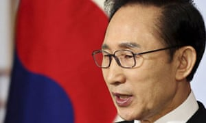 Lee Myung-bak, the South Korean president, has offered talks with the North's new ruler