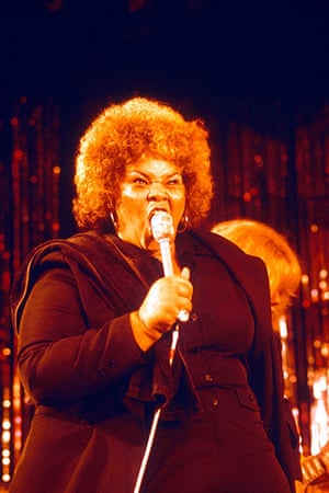 Etta James Obituary: 1977: Etta James onstage