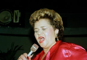 Etta James Obituary: Etta James performs at the Vine St. Bar & Grill in Hollywood, California