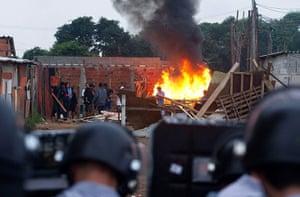 Pinheirinho favela: Police confront residents of the Pinheirinho slum