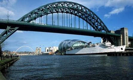 Newcastle upon tyne with tyne bridge