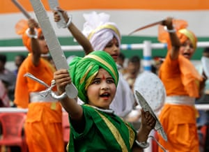 India Republic Day: Indian students dressed in costume perform in Kolkata