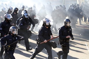 Occupy Oakland: Police use tear gas on protestors in Oakland