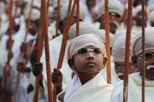 Gandhi world record event: Around 485 under-priviledged children dressed as Mahatma Gandhi