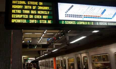 A notice on the Brussels metro warns of severe disruption